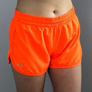 Under Armour shorts sz Small semi-fitted